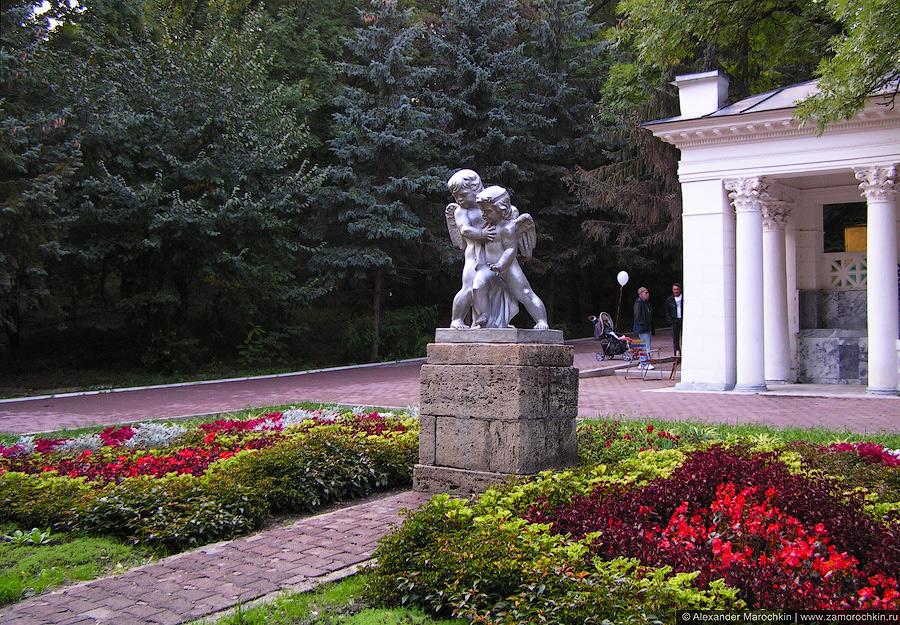 Ангелочки в Крортном парке Ессентуков