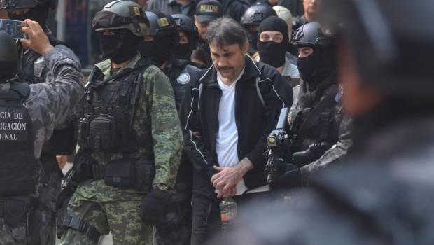 El Licenciado Damaso se queja de no poder descansar por que le molesta la luz de la carcel