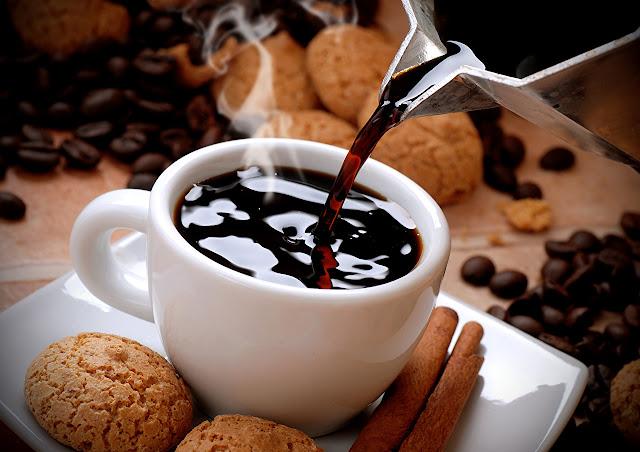 Cereais integrais e café (Imagem: Reprodução/1zoom.me)