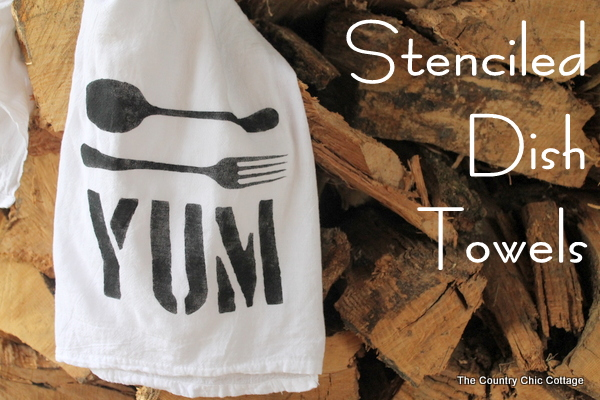 Stenciled Dish Towels -- custom stenciled dish towels for handmade gifts. Perfect for anyone on your Christmas gift list.
