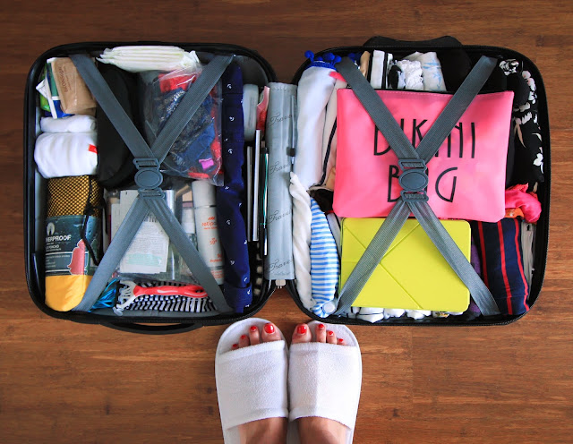 How to travel light? Best way to pack and travel light