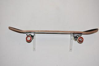 DIY Kinderzimmerdeko Skateboardregal