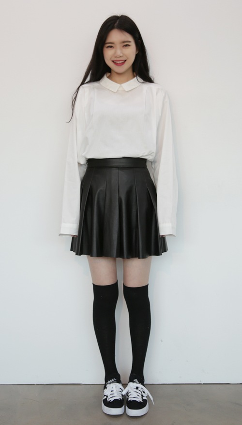 High-Rise Sleek Pleated Skirt