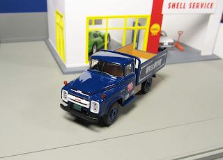 Tomica Limited Vintage  Nissan 680 Newspaper Transport Truck