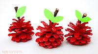 http://nontoygifts.com/pinecone-apple-craft/