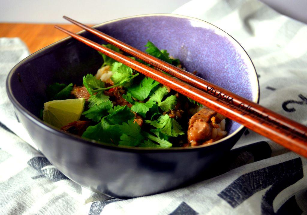 wo%C5%82owina-jamie-oliver Skwiercząca wołowina z sosem z czarnej fasoli Jamiego Olivera