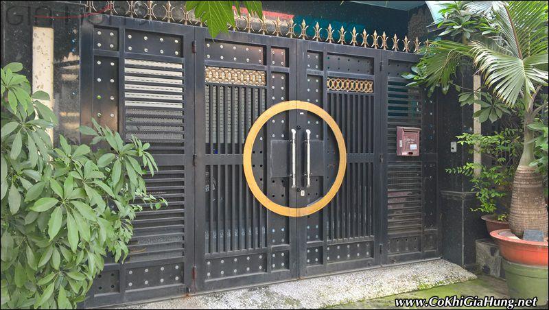 Giá mẫu cửa cổng pano sắt hộp CK609 rẻ nhất tại TpHCM là bao nhiêu?