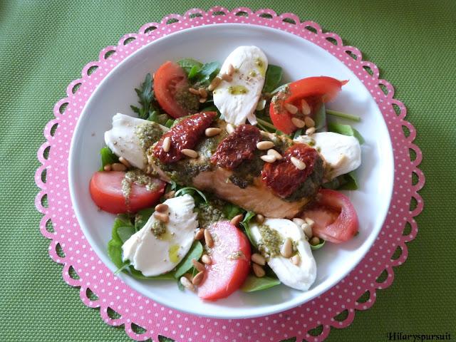Saumon en croute de pesto sur salade italienne