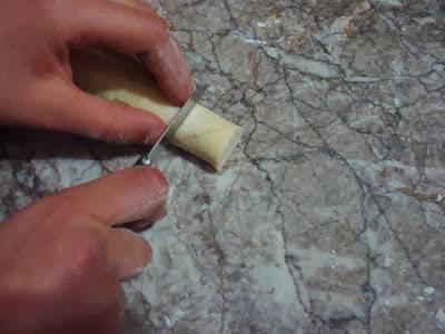 طريقة تحضير رغايف بالعسل واللوز بالصور