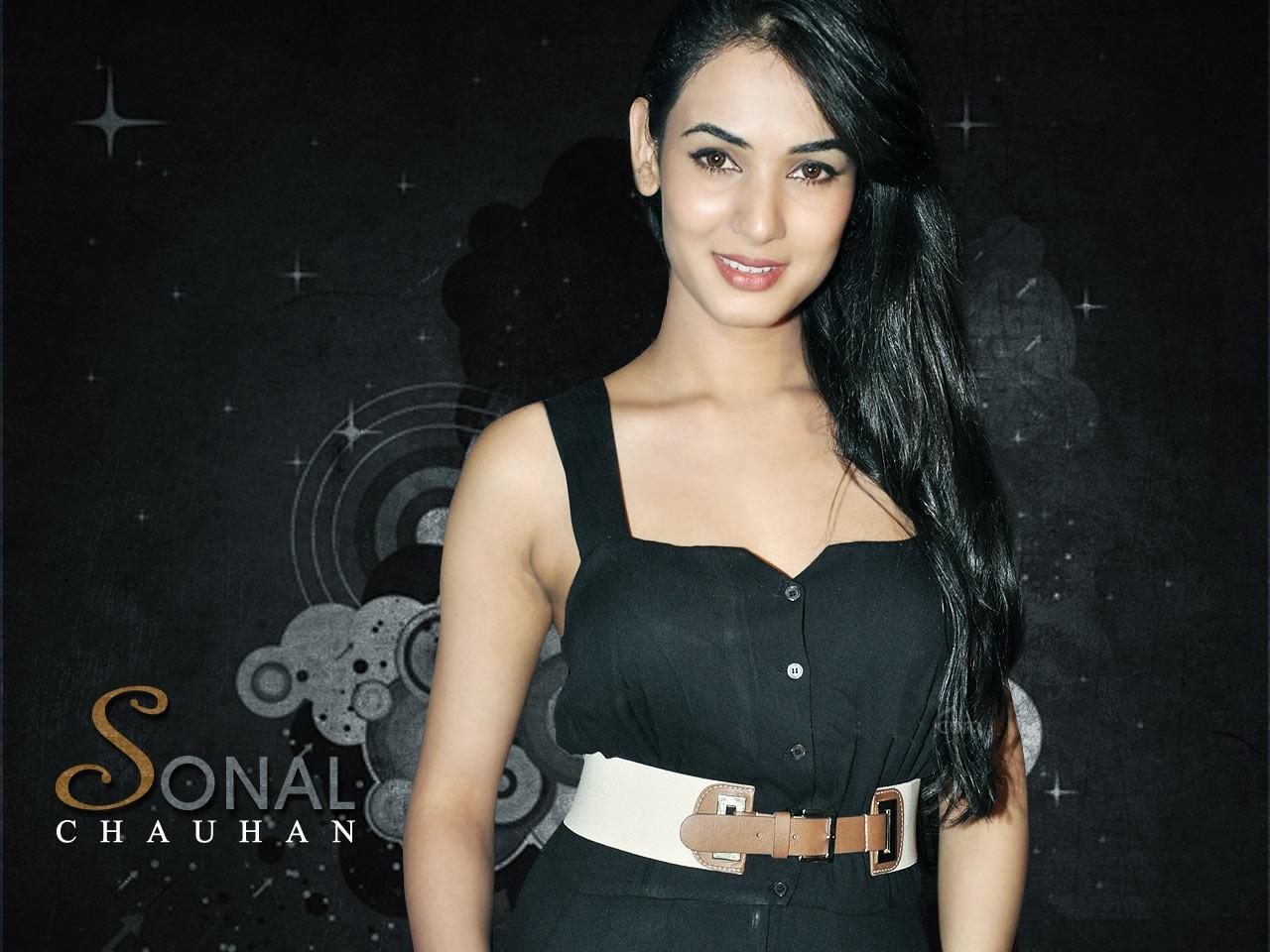 Tamil Actress Sonal Chauhan Hot Nice Hd Photos