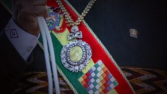 Resultado de imagen para banda y medalla presidencial