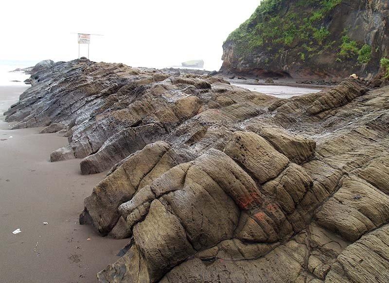 Asal Mula Wisata Pantai Watu Ulo Jember