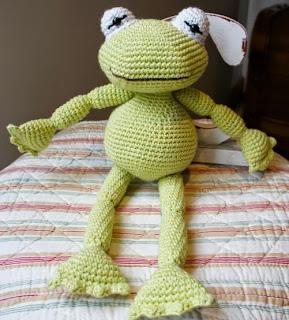 http://blog-amourfou-crochet.blogspot.com.ar/2014/08/patron-gratis-una-rana-para-inaki-free.html