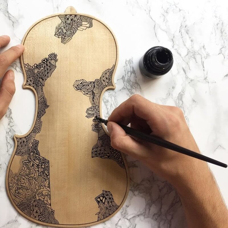 02-The-process-Leonardo-Frigo-Freehand-Drawings-on-Violins-www-designstack-co