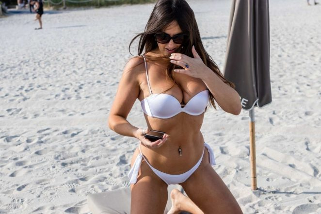 Claudia Romani Hot Bikini Photo Gallery