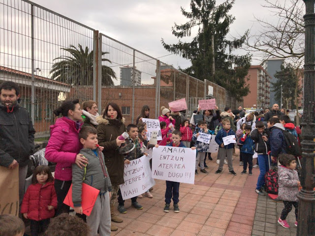 protesta de familias del colegio Gurutzeta