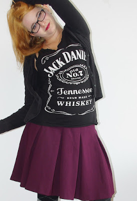 [Fashion] Jack Daniels Meets Bordeaux: Weinroter Rock & Jack Daniels Top