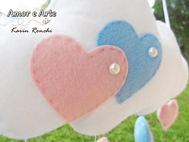 Móbile de Nuvens com chuva de corações