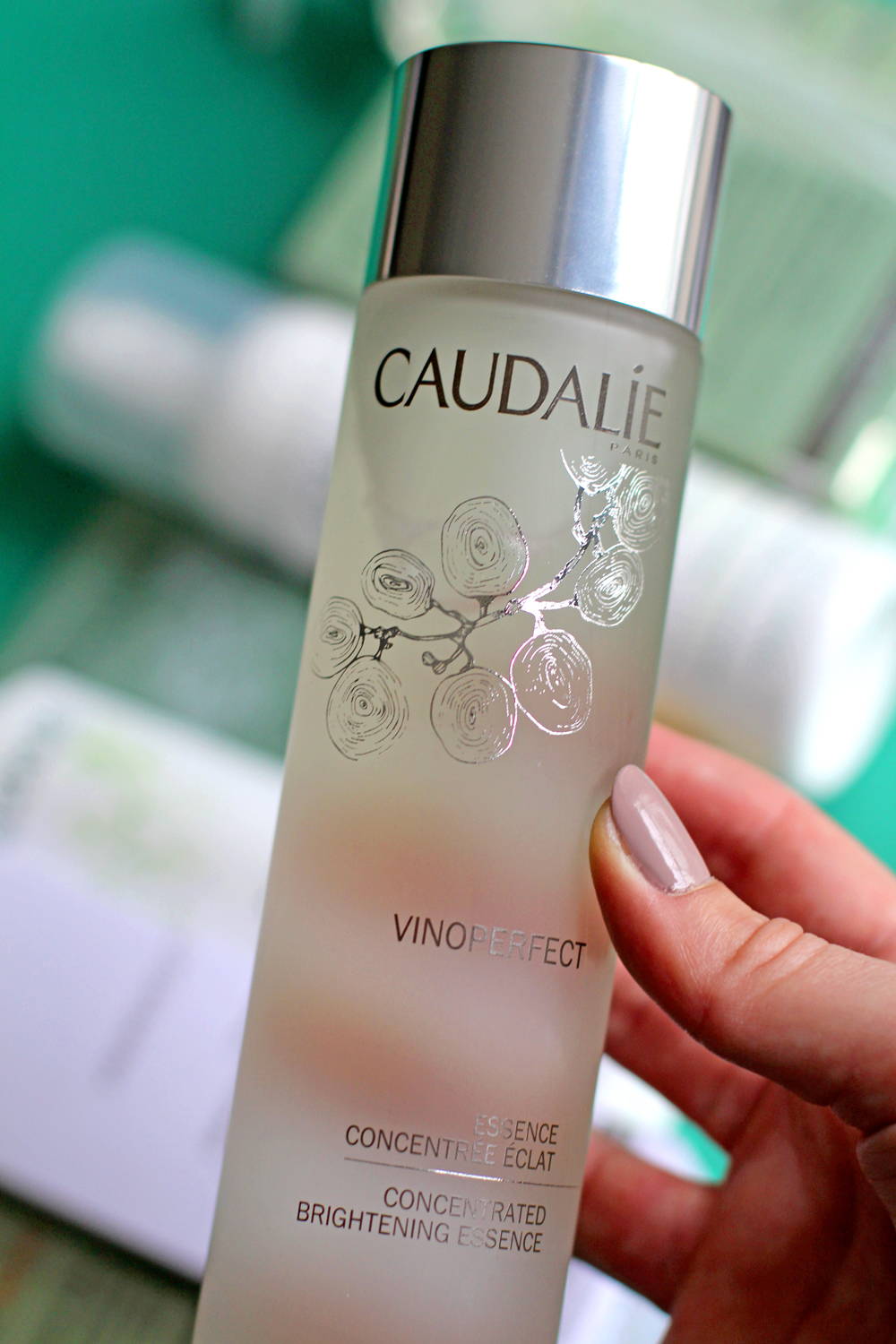 Caudalie Vinoperfect Concentrated Brightening Essence - UK beauty blog