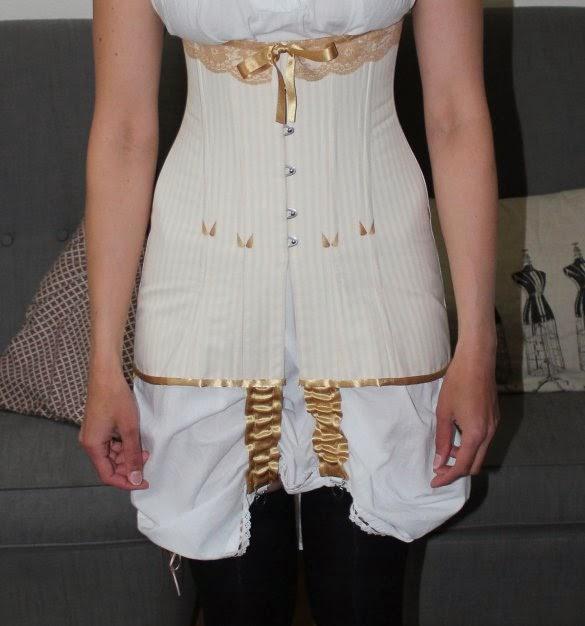 http://misshendrie.blogspot.nl/2014/06/post-edwardian-long-line-corset.html
