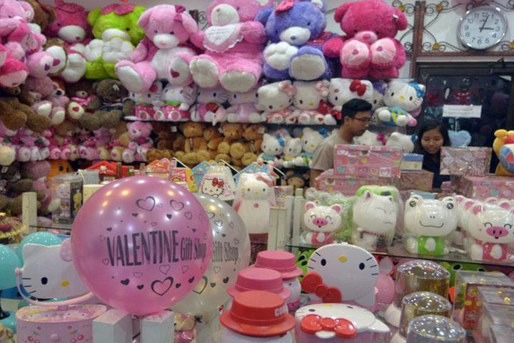 Perayaan Valentine Perdana di Saudi Berkah Bagi Pedagang