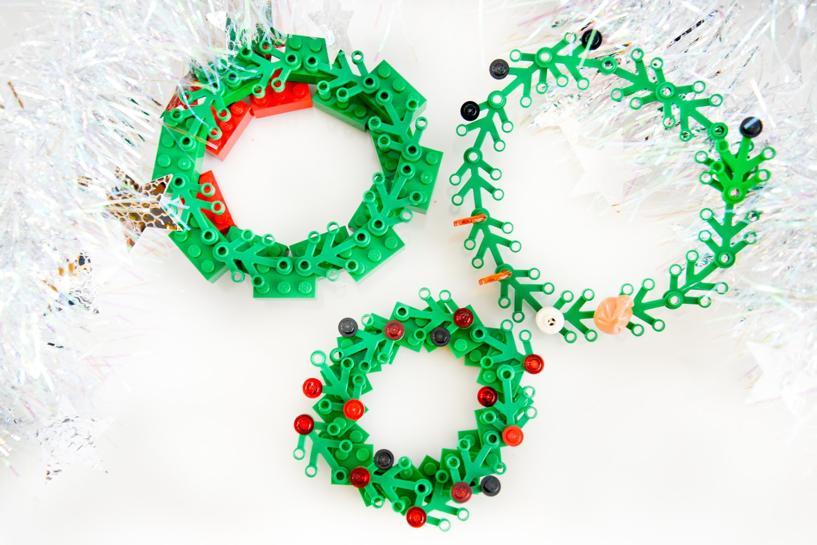 christmas lego, DIY christmas lego ornaments, DIY lego christmas decorations, Lego Christmas wreath