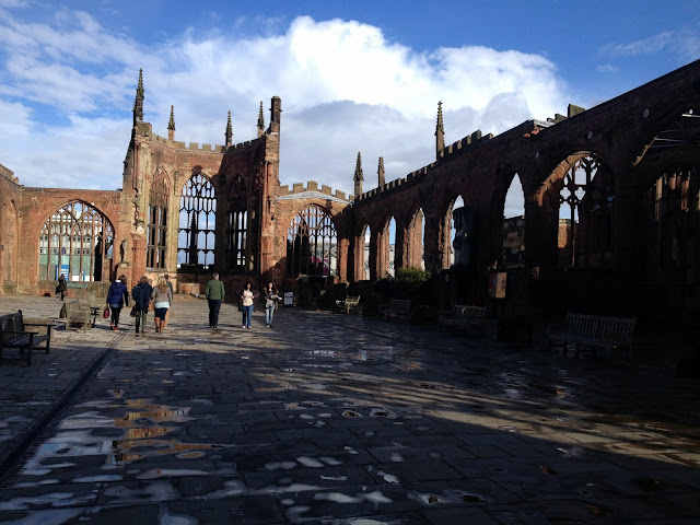 restos de la antigua catedral de coventry