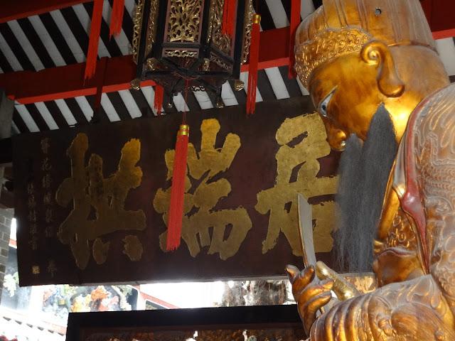 Estatuas en el templo de los ancestros