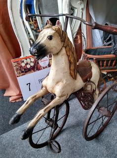 triciclo caballito en el desembalaje de antiguedades de arriondas
