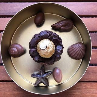Nid de Pâques croustillants aux chocolat et aux pétales d'épeautre garni de Ferrero rocher