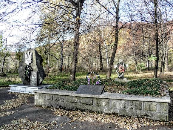 Посёлок Выгода. Памятный знак Борцам за волю Украины