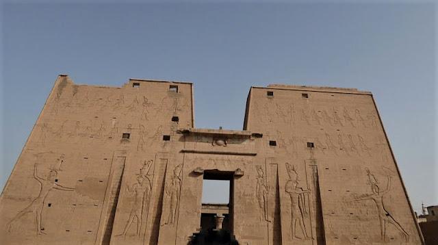 pilone del tempio di edfu