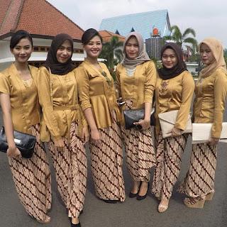 Koleksi Kebaya Kartini Warna Gold