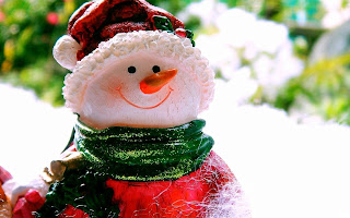 Christmas-snowman-clay-crafted-doll-picture.jpg