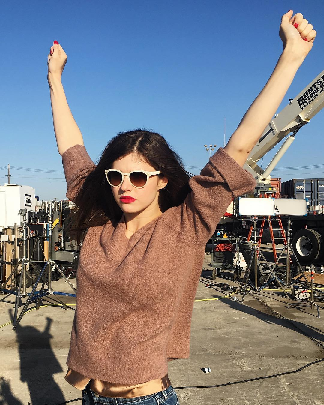 Alexandra Daddario Photos | Alexandra Daddario Pics - HD Actress Photo
