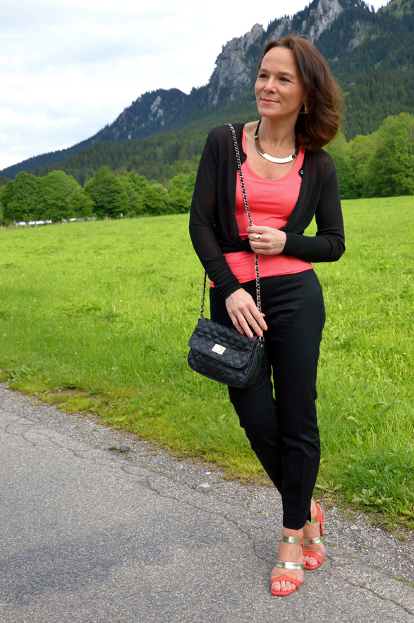 CASUAL TWO TONE LOOK IN CORAL AND BLACK