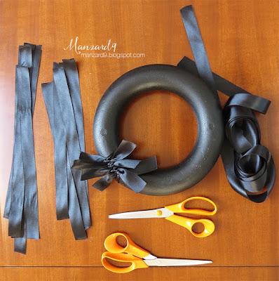 Black ribbon wreath - DIY tutorial - Accessories