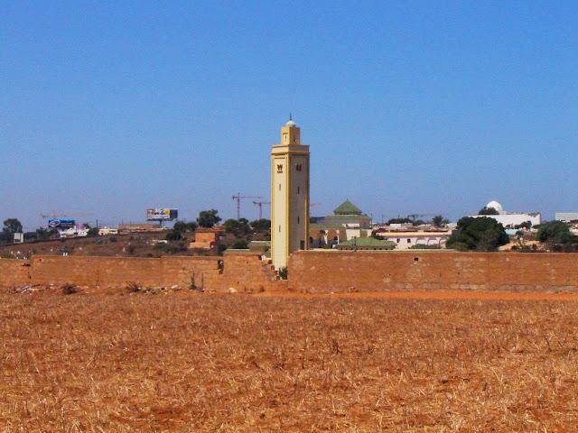 Maroko. Meczet przy cmentarzu