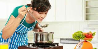 istri yang pintar masak lebih baik daripada istri yang pintar ngomel