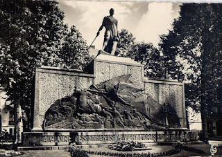 CPA monuments aux Morts de l'Allier, Vichy