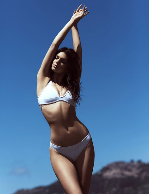 Hot girls 2 sexy sisters Kim Kardashian with Bikini 7