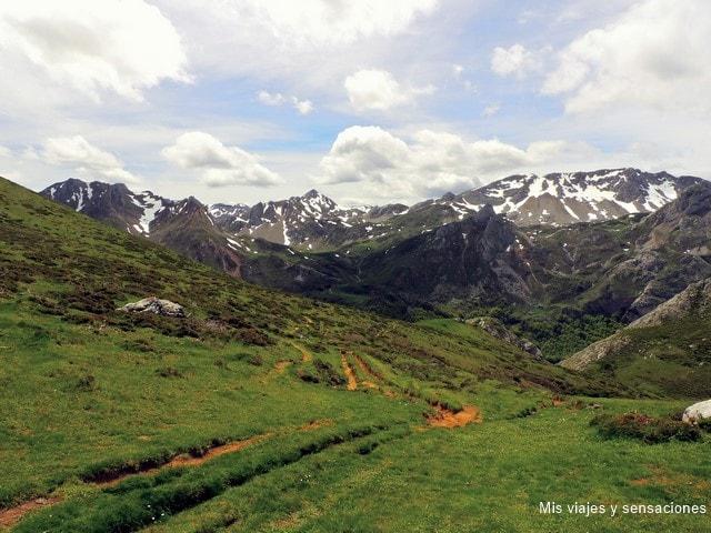 Camino al Lago del Valle, Lagos de Salencia, Parque Natural de Somiedo, Asturias