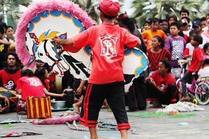Pertunjukan Reog Ponorogo Di Kota Tua Menjadi Objek fotografi