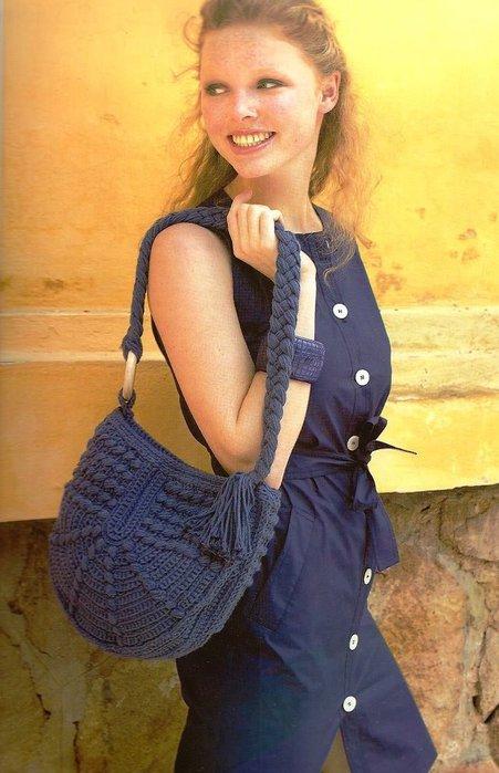 Bellissima borsa blu a forma mezzo ovale