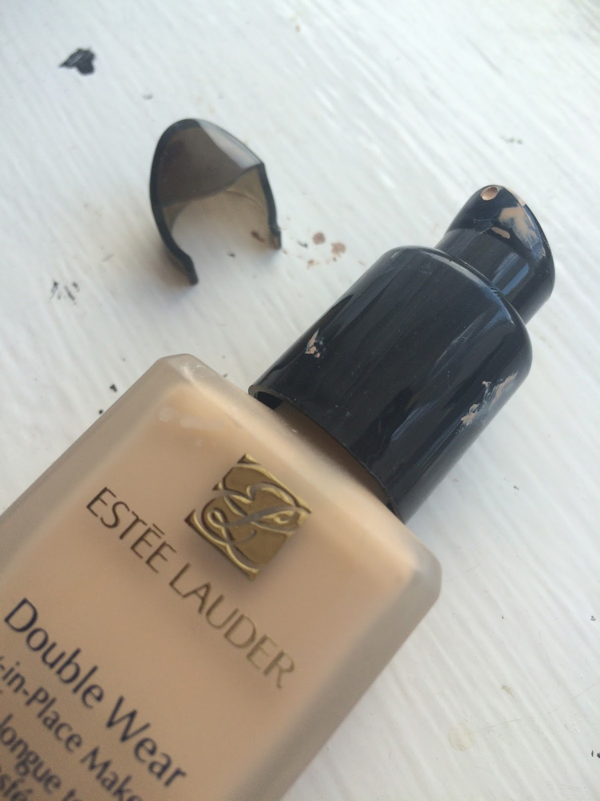 Estee Lauder Double Wear foundation review, 2N1 Desert