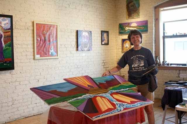 Bet Gusta working on art at The Bucktown Center for the Arts