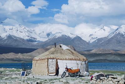 Rumah Penduduk Lokal Suku Tajik