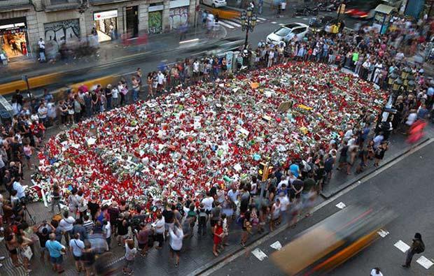 En vivo manifestación contra el terrorismo en Barcelona