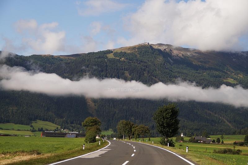 Urlaub im Lungau, Österreich, im September: Straße nach Mauterndorf