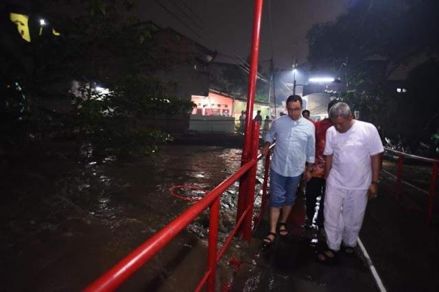 Antisipasi Banjir, Malam-malam Anies Sidak di Cipinang Melayu